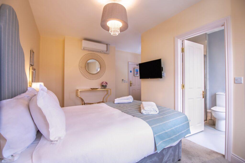 Room 4 - ii - W SM